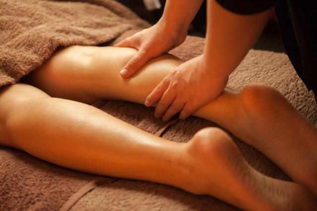 足がつる症状への一般的な対処法は?